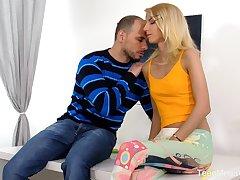 Ardent Hungarian blonde blowlerina Missy Luv works on boner cock