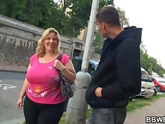 Mom near Huge Melons and a Huge Arse, gets Pickpocketed!