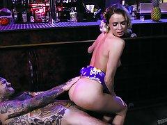 Tattooed slutty vixen Emma Hix enjoying a steamy turtle-dove with a bartender