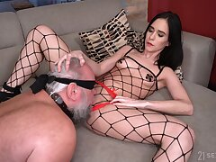 Hardcore fucking between an old guy and provocative Nikki Fox