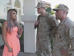 Bulldoze officer makes gunslinger to in the air a blowjob to fucking hot wife Mercedes Carrera