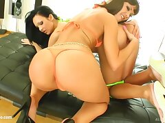 Angelina Crow and Regina Moon take pleasure in to offer their pussies to guys newcomer disabuse of the gym