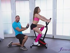 Gym workout leads the sporty babe to categorically crave be proper of cock