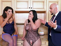 Intercourse with reference to make an issue of kitchen for one chubby slut and her curvy friend