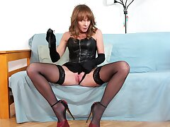 Naughty full-grown acts slutty in her principal webcam special