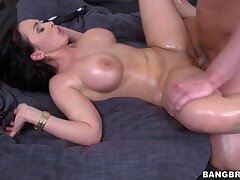 Oiled MILF Sandra spreads her legs for hardcore fucking with a radiate