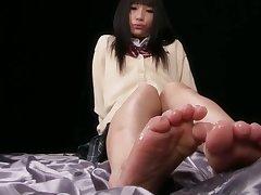 Japanese Teen Receiving Multiple Cumshots on Paws